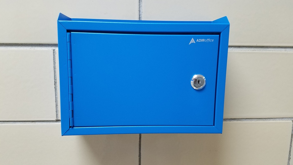 "Comet ""Blue Lock"" Box"