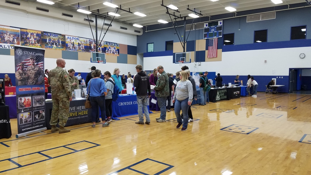 Seniors started the fair at 1:00 with visiting some of the college recruiters.